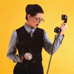 Consumidores-passam-43-dias-de-suas-vidas-na-espera-do-call-center-televendas-cobranca