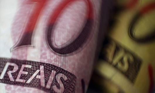 Credito-deve-crescer-menos-em-2015-e-bancos-apostam-em-tarifas-televendas-cobranca