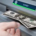 Bancos-oferecem-a-clientes-venda-de-dolares-em-caixa-eletronico-televendas-cobranca