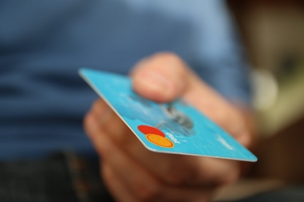 Consumidor-brasileiro-tem-habito-de-usar-credito-de-terceiros-televendas-cobranca