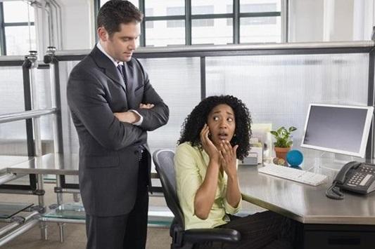 Minha-empresa-proibiu-celular-no-trabalho-isso-e-legal-televendas-cobranca-3