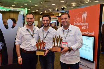 Grupo-services-recebe-premio-best-performance-2017-televendas-cobranca