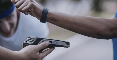Trigg-e-visa-lancam-pulseira-com-cartao-de-credito-no-brasil-televendas-cobranca