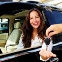 Confiante-comprador-de-carro-busca-credito-televendas-cobranca