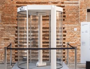 Nubank-coloca-porta-giratoria-de-banco-em-museu-televendas-cobranca