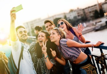 Jovens-chegam-ao-mercado-de-consumo-com-alto-grau-de-endividamento-televendas-cobranca