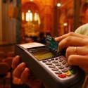 Pequenas-igrejas-grandes-negocios-pastor-lanca-cartao-de-credito-da-fe-em-culto-televendas-cobranca