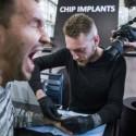 Suecia-mais-de-4-mil-trocam-cartao-de-credito-por-microchip-implantado-em-mao-televendas-cobranca-1