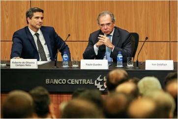 Brasil-vive-uma-bolha-de-adimplencia-prestes-a-estourar-televendas-cobranca-1